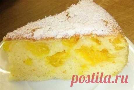 La carlota con las naranjas\u000aLos ingredientes:\u000a1.5 vasos del tormento\u000a1,5 vasos del azúcar\u000a5 huevos\u000a2 naranjas\u000aEl polvo de azúcar\u000aLa preparación:\u000a1. En el mezclador batir los huevos con el azúcar, luego echar el tormento y es bueno mezclar.\u000a2. La forma para zapekaniya untar con la mantequilla, verter 1\/3 tests. Las naranjas limpiar de la piel y los huesos, los gajos limpiar y cortar a 2 partes. La mitad de las naranjas limpiadas poner en testo, inundar todavía 1\/3 tests, de arriba poner las naranjas que se han quedado e inundar con el resto del test.\u000a3. La forma colocar en r