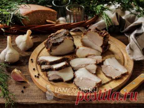 Сало по-гуцульски — рецепт с фото Вареное сало с острой и ароматной корочкой (варим полчаса). Панируем в соли и специях после чего подсушиваем в течение 2-3 дней в марле.