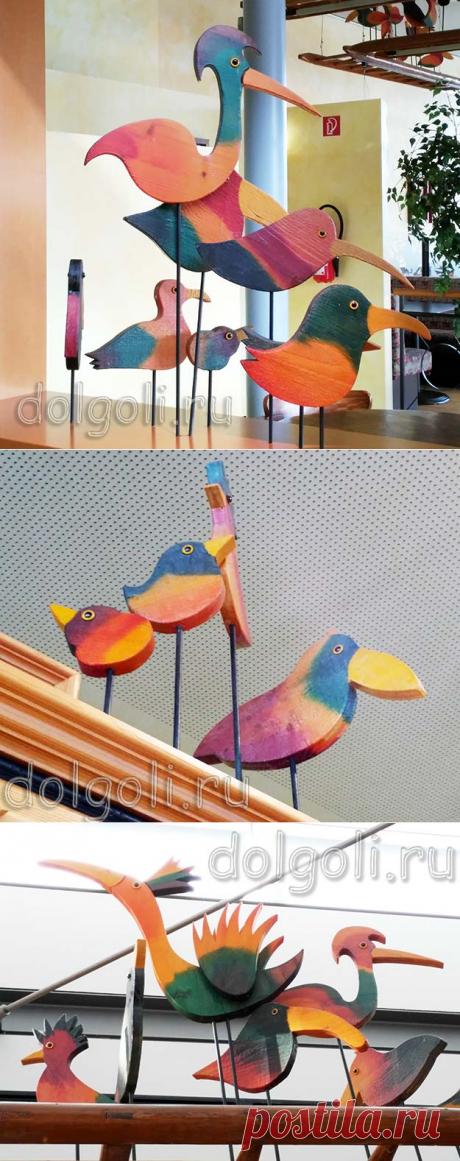 Деревянные птицы — плоские раскрашенные поделки на металлических ножках | Идеи для творчества, рукоделие