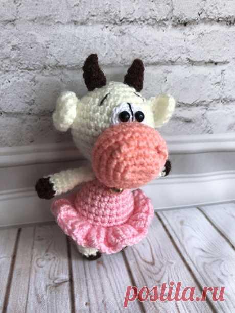 PDF Маленькие бычки крючком. FREE crochet pattern; Аmigurumi animal patterns. Амигуруми схемы и описания на русском. Вязаные игрушки и поделки своими руками #amimore - корова, коровка, телёнок, бык, маленький бычок.