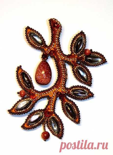 Los broches-miniaturas, bordados por los abalorios, de Lyubovi Tyurinoy...