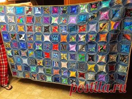 Красивое одеяло из старых джинсовых вещей