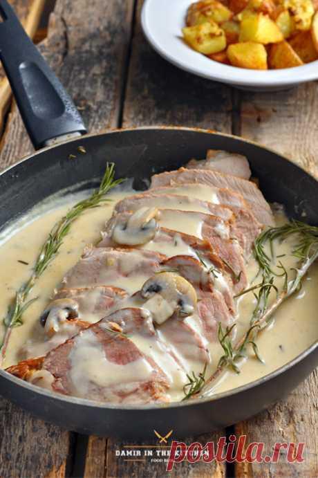 Свиной окорок с вином, сливками и грибами - Foodclub — кулинарные рецепты с пошаговыми фотографиями — ЖЖ