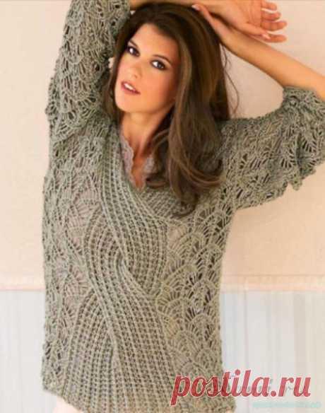 Пуловер спицами с большой косой