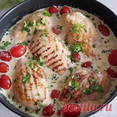 Куриная грудка в сливочном соусе с чесноком и петрушкой