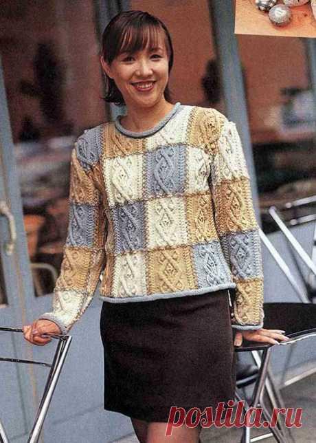 Женский пуловер в стиле пэчворк с аранами спицами – схемы вязания из разноцветной пряжи