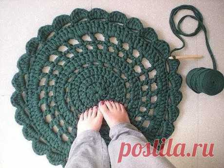 Вяжем коврик из полосок ткани (Вязание крючком) – Журнал Вдохновение Рукодельницы