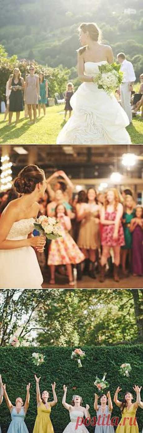 Свадебные традиции: невеста бросает букет - WeddyWood