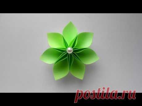 Цветок из бумаги Детская поделка к 8 марта Цветы - традиционный подарок к 8 марта. Из бумаги также можно сделать цветок. Очень простая детская поделка - это бумажный цветок, которую сможет сделать каждый ребенок и подарить его своей маме или украсить таким цветком подарок, который приготовит папа. Для создания цветка мы использовали обычную бумагу размером 6*6 см. https://www.youtube.com/watch?v=W-BtZXx09eM