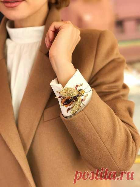 5 способов носить брошь стильно и актуально | Модный Lifestyle | Яндекс Дзен