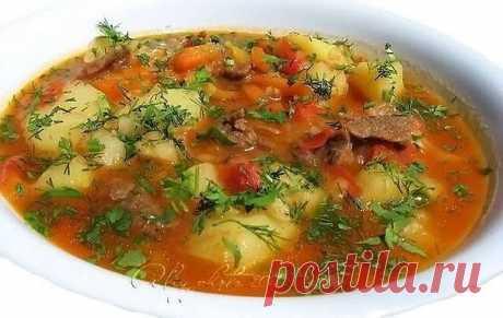 """Суп """"Шурпа"""" -500 г баранины или говядины -5-6 шт. картофеля -2 шт. болгарского перца -2 шт. помидоров -1 большая морковь -1 большая головка лука -2-3 зубчика чеснока -2 ст.л. томатной пасты -соль -перец -зелень по вкусу  Приготовление:  1.В казанке на растительном масле обжарить лук. (Лучше в казанке, но у меня его нет, поэтому жарю на сковородке) 2. Добавить мясо. 3. Хорошо обжарить. 4. Пока жарится мясо, порезать соломкой морковь 5. И болгарский перец 6. В..."""