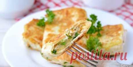 Питательная закуска - лаваш с сыром и яйцом на сковороде
