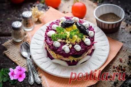 """Салат """"Чингисхан"""" с черносливом и орехами – рецепт с фото пошагово"""