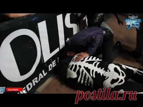 Спорт Рестлер La Parka разбился о металлическое ограждение ринга (видео) - свежие новости Украины и мира