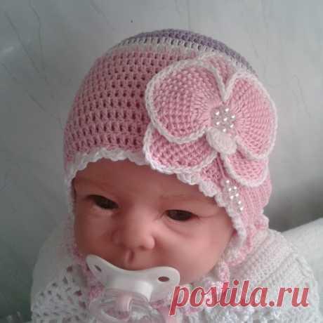 Вязаная шапка для новорожденного крючком. Чепчик крючком для новорожденного: схемы и мастер-класс по вязанию. Создаем чепчик для новорожденной девочки при помощи крючка
