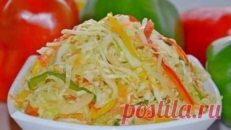Салат Витаминный.  Самый любимый осенний салат. Ингредиенты: 2,5 кг. капусты, 0,5 кг. моркови, 0, 5 кг. лука, 0,5 кг. сладкого перца, 170 гр. сахара, 2 ст. л. соли, 2 ст. ложки уксуса 0,25 л. растительного масла  Перец порезать соломкой, лук порезать полукольцами, морковь на крупной терке, капусту нашинковать соломкой, Все овощи смешать , добавить уксус, масло, сахар и соль. И ещё раз перемешать, разложить по банкам, поставить в холодильник. Через сутки готов. У нас...