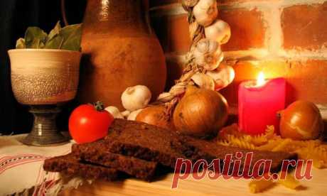 Not so strict Nativity Fast, as Great. Those who observes it cannot eat dairy and meat products, eggs. The hot food and vegetable oil is resolved, the thicket can also eat fish and to drink wine.