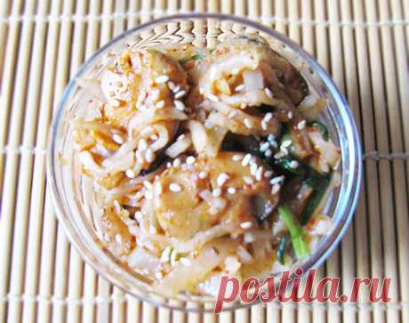 Острый салат из дайкона с мидиями - рецепт с фото пошагово