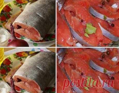 Соленая горбуша в масле с луком Ингредиенты: Горбуша (свежемороженая) – 2 шт Вода – 1 л Соль – 5 ст. л. Масло растительное (нерафинированное подсолнечное) — 150 мл Лук репчатый — 1 шт Приготовление: Выпотрошенную рыбу режем на куски. Горбуша — рыба очень нежная, поэтому, чтобы было удобно ее резать, не размораживайте рыбу до конца! Укладываем куски рыбы в контейнер или любую глубокую емкость. В холодной кипяченой воде растворяем соль и заливаем этим рассолом рыбу. Рыба дол...