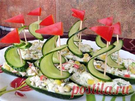 Подача салата в лодочках из огурцов!