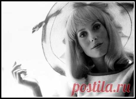 "Catherine Deneuve during filming of ""Les Demoiselles de Ro… | Flickr"