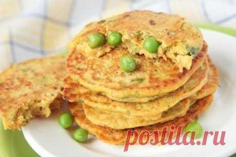 Картофельные оладушки с зеленым горошком