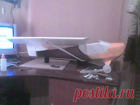 Макет двухместного самолета из пенопласта для отработки компоновочной схемы.