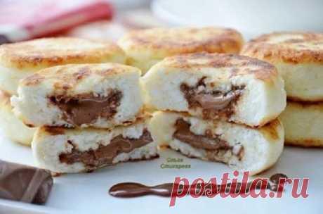 Творожные сырники с молочным шоколадом...  Ингредиенты:  300 гр сухого творога, Показать полностью…