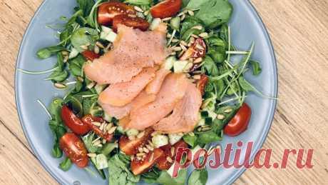 Салат со слабосоленым лососем - ПП обед или ужин за 5 минут Салат со слабосоленым лососем это отличный ПП Обед, Ужин, рецепт которого Вы можете найти в категории Рыба, Салаты. Инвентарь для приготовления: Без инвентаря. КБЖУ одной порции готового блюда: Ккал . г Белка, . г Жира, г Углеводов.