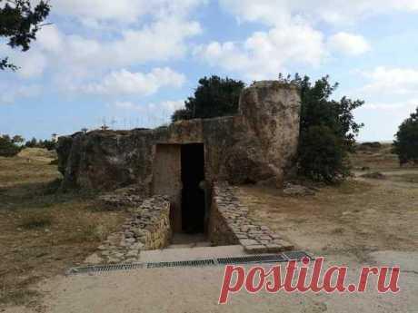 Гробницы королей в Пафосе, Кипр Гробницы королей в Пафосе, Кипр. Объект всемирного наследия с 3-го по II веков до н.э.Место было использовано в качестве захоронения Птолемиями и римлянами