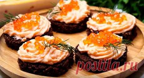 Паштет из лосося на праздничный стол: вкуснее не бывает Паштет из лосося на праздничный стол можно приготовить всего за несколько минут, из простых и доступных продуктов. Такая закуска станет настоящим украшением новогоднего меню, се будут просить рецепт. Ее можно использовать в качестве начинки для тарталеток и профитролей: вкусно, красиво и ароматно.