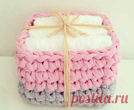 Baskets, knitted a hook from spagetti yarn! Simply, it is practical and it is very beautiful!...