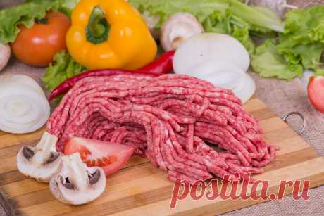 """Secrets of ideal forcemeat! Cunnings from the best cooks the Word \""""forcemeat\"""", as we know, comes from the French farce (stuffing). The most popular and favourite product from mincemeat — cutlets. Besides, from forcemeat it is possible to make pelmeni, juicy stuffed cabbage, …"""