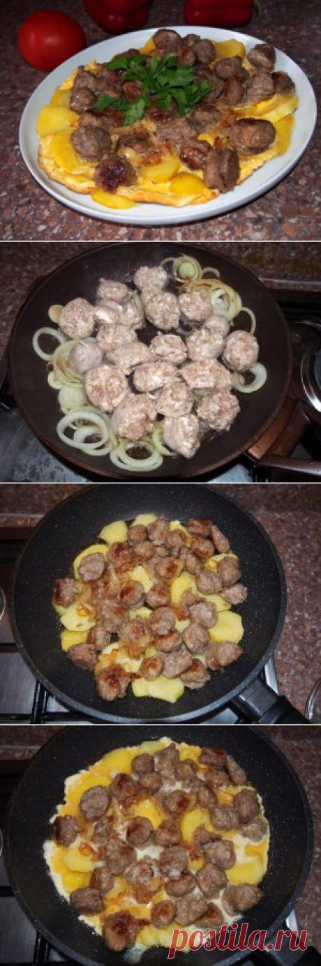 Омлет с купатами, луком и картофелем Картошка, лук, купаты, яйца. Если все это вместе соединить, проделав определенные манипуляции, то получится вкусное и очень сытное блюдо.