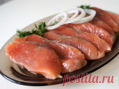 Деликатесная «семга» из горбуши: простой рецепт вкусной слабосоленой рыбы | Наша Дача | Яндекс Дзен
