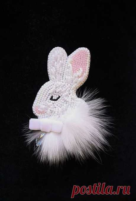 (2) Brooch handmade Beaded Beadwork Embroidered brooch White rabbit bunny Brooch with embroidery Brooch with animals Beaded pin Jewelry rabbit