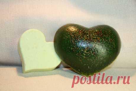 Название:  Мыло ручной работы «Мятное сердце»  Материалы:  миндальное масло;   эфирные масла: мелиса; наполнители: водоросли.