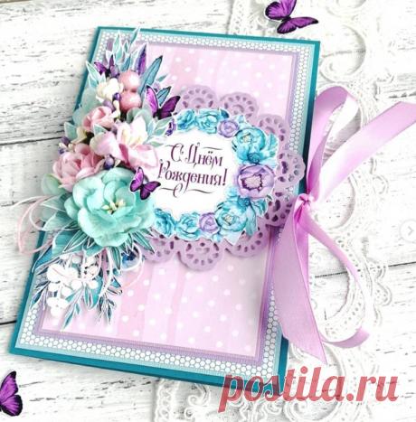 Большая цветочная открытка с ажурной салфеткой, кружевом и бабочками, завязывается на атласную ленту.✨