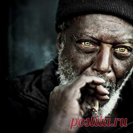 Ли Джеффрис.  Сейчас его снимки бездомных людей знамениты по всему миру.  | 10 всемирно известных фотографов-портретистов • НОВОСТИ В ФОТОГРАФИЯХ