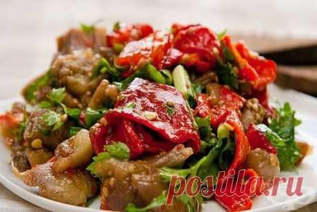 Запекаем баклажаны и перцы, чтобы получить вкуснейший салат-закуску | Другая Кухня /Дневник фудблогера | Яндекс Дзен