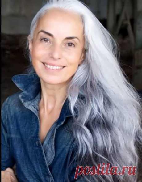 Седые волосы и макияж — как создать элегантный образ
