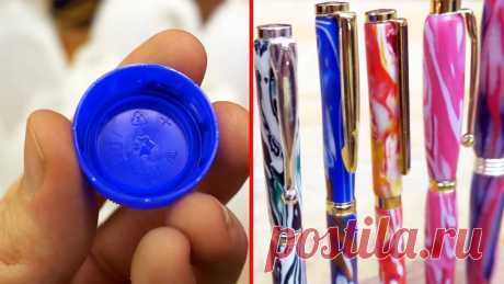 Как из крышек от ПЭТ бутылок сделать оригинальную ручку Переплавляя отходы из HDPE пластика можно делать различные поделки. Благодаря смешиванию сырья различных цветов, изделия из него получаются с красивыми разводами. Для постижения азов переработки пластика попробуйте себя в изготовлении из него корпусов шариковых ручек.Материалы:отходы HDPE пластика: