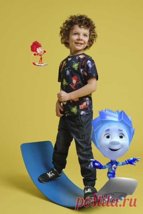 А вы уже познакомились с коллаборацией Фиксики x H&M? 😍Комфортная одежда для детей из экологичных материалов с любимыми героями мультсериала уже ждет вас в наших магазинах и онлайн! 💥 Симка или Шпуля? Нолик или Файер? А может, Игрек? В нашей коллекции нашлось место всем главным персонажам мультфильма. #ФиксикиXHM #HMKids #HM