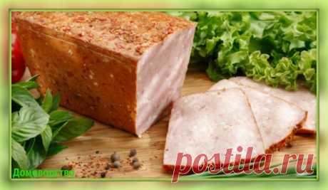 Предлагаем приготовить необычный и очень аппетитный мясной... сыр.  Говядина вареная 350г, масло сливочное 250г, сыр 100г, каша вязкая рисовая 350г.  Вареное мясо три раза пропускают через мясорубку, соединяют с вязкой рисовой кашей и протирают через сито. Полученную массу смешивают с размягченным сливочным маслом, натертым сыром и хорошо взбивают, затем придают ему форму хлеба или батона, посыпают любимыми специями и охлаждают.