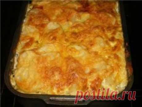 MEAT BAKED PUDDING \ud83c\udf56\u000aINGREDIENTS:\u000a● potatoes (6 pieces),\u000a● forcemeat pork beef (400 g),\u000a● mushrooms (100-150g),\u000a● onions (1 piece),\u000a● sour cream (1 glass),\u000a● egg,\u000a● garlic (2 segments),\u000a● salt, pepper.\u000aPREPARATION:\u000a1. Potatoes to clear and slice thin. To cut onions with half rings. To cut mushrooms with small cubes, to mix with forcemeat and to season with salt and pepper.\u000a2. For gas station: to mix sour cream with the garlic passed through a press, to add crude egg, salt, pepper and it is good to mix.