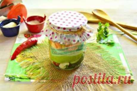 El surtido de hortalizas con la zanahoria y los calabacines para el invierno: poshagovyy la fotoreceta