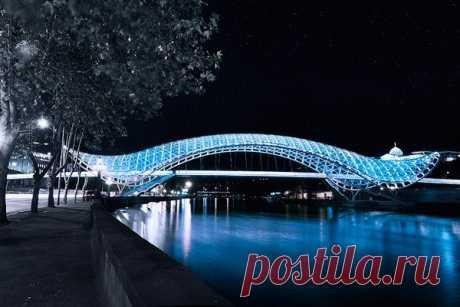 El puente del Mundo en Georgia