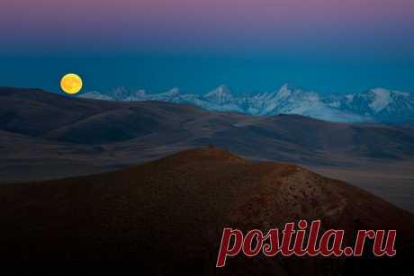 Сайлюгемское полнолуние  Кош-Агачский район Республики Алтай.