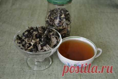 Как заготовить домашний ферментированный чай из листьев малины Чай из листьев малины – ароматный и очень полезный. Только, если вы будете заваривать просто высушенный лист, то особенный аромат от чая вы вряд ли почувствуете, хотя пользы в нем не меньше. Чтобы лист заблагоухал, нужно его ферментировать...