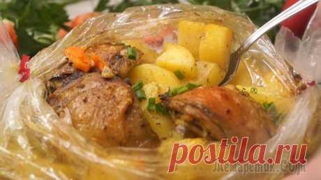 """Ужин без возни """"Хозяйка отдыхает""""! Вся семья влюбится в это блюдо! Мясо с картофелем в рукаве. Мясо, приготовленное по этому рецепту, получается очень мягкое и сочное, а картофель нежный и ароматный. Готовится очень просто и подготовка продуктов занимает минимум врем..."""